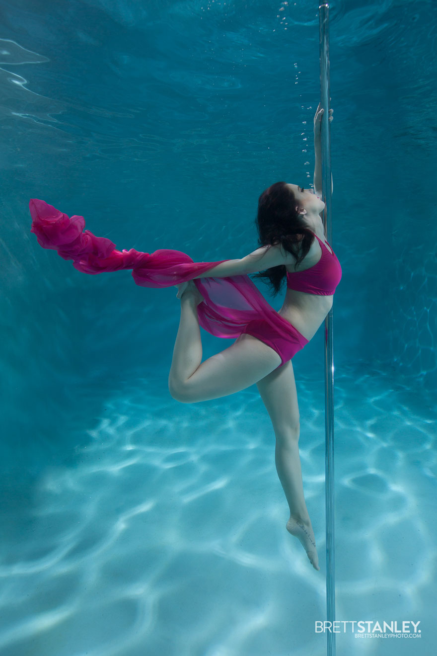 Underwater pole dance boomkats pole wear Brett nWeb4