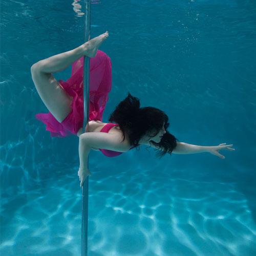boomkats underwater pole dance 0