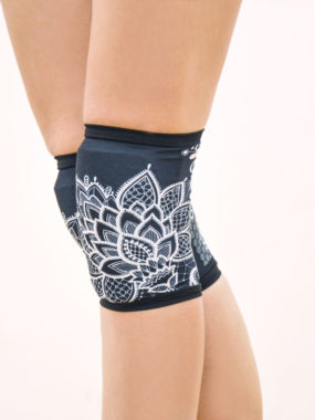 boomkats pole dance knee pads blacklace2