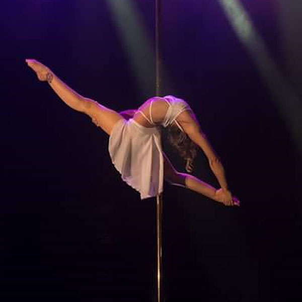 boomkats Leslie Lili pole dancer 01