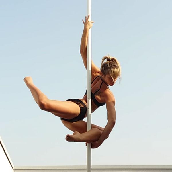 boomkats Leslie Lili pole dancer 3