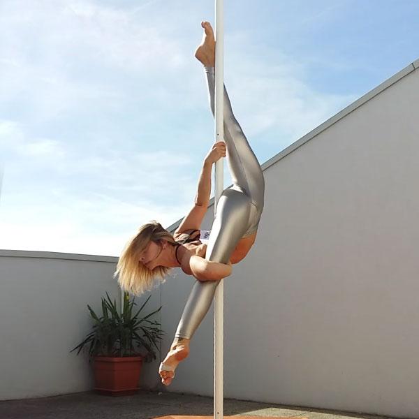 boomkats Leslie Lili pole dancer 4