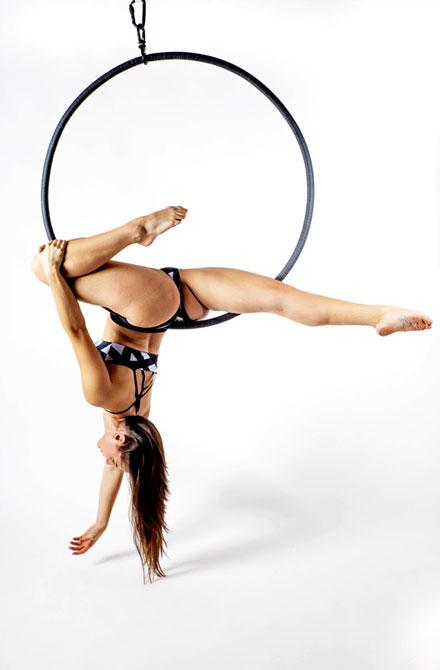 boomkats aerial hoop poses 9